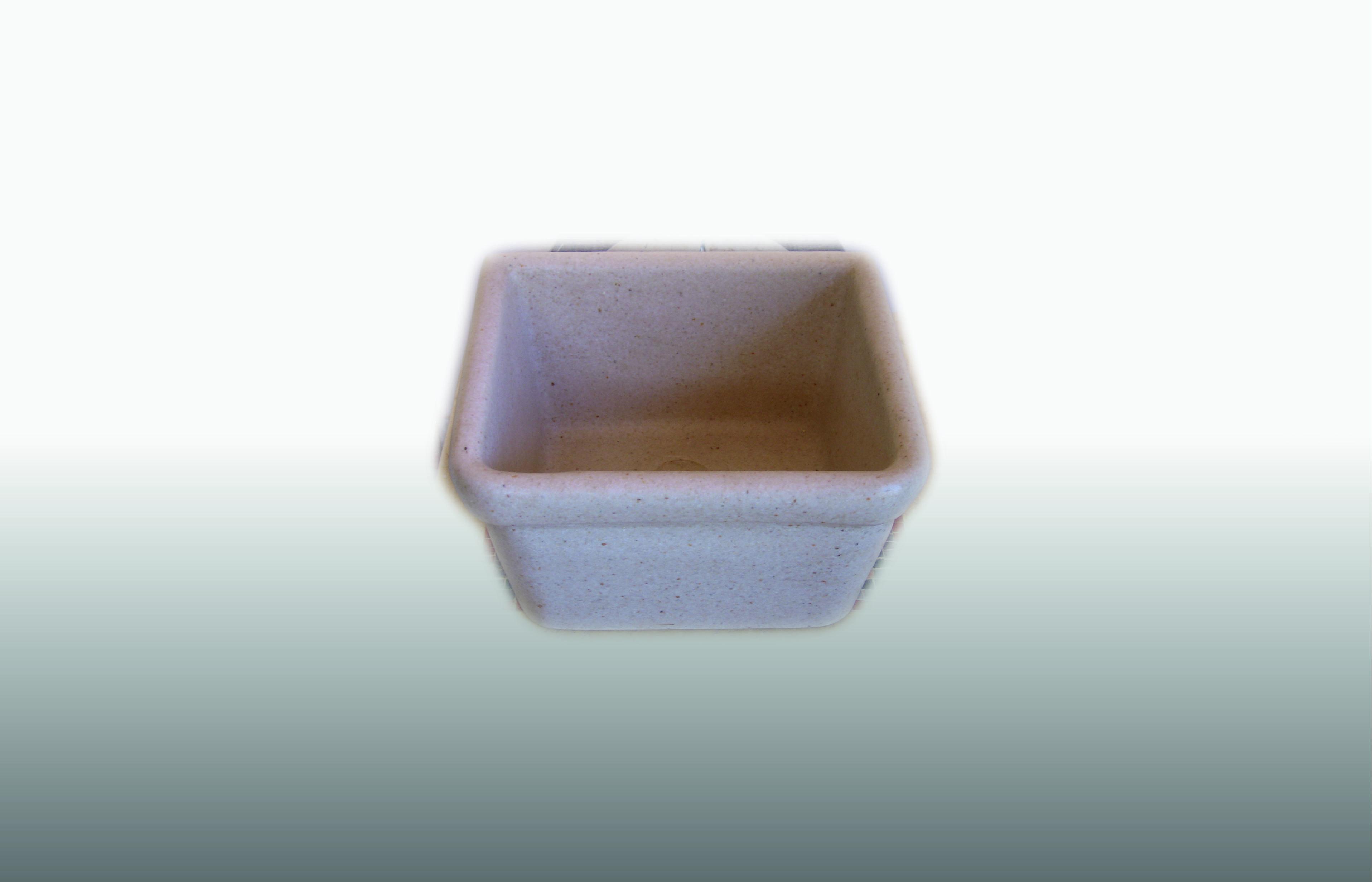 Buttatoio in graniglia  colore avorio - misura 42x38x25 cm - prezzo 140,00 €